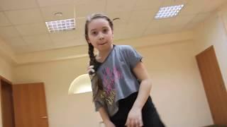 Ученица школы Dance-Class - Виолетта (Dance Mix)(Учитель Сэм Захаров JUST DANCE - Канал Танцев и Музыки! Меня зовут Сэм Захаров, погрузитесь со мной в этот интере..., 2013-05-30T19:38:01.000Z)