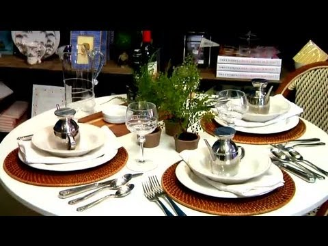 how to decorate an italian table decorate a table in style youtube. Black Bedroom Furniture Sets. Home Design Ideas