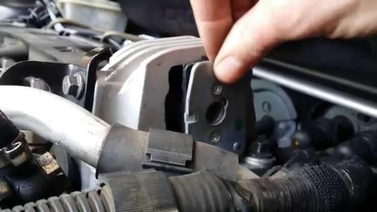 Volvo D5 upper engine mount repd (Febi) - YouTube