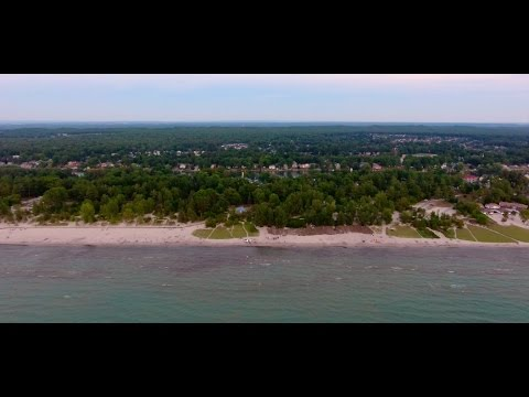 where is the longest freshwater beach in the world