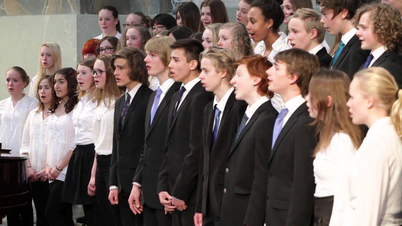 Klass 7C & 7D från Adolf Fredriks musikklasser sjunger ...