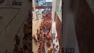 Baixar MULTIDÃO INVADE AEROPORTO NO RIO DE JANEIRO