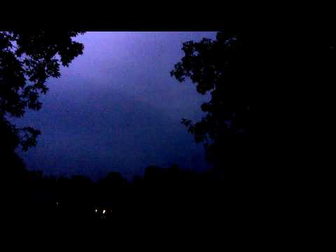 Severe thunderstorm leads to a tornado warning (sirens) in Fairfield Glade, TN  5/27/17