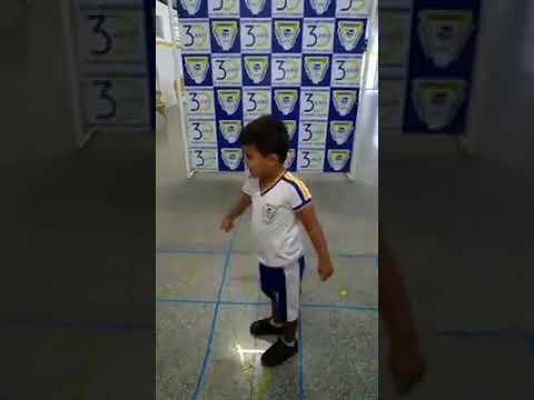Assista: Aprendendo as vogais com amarelinha Turma: Infantil I Educadora: Jackeline Cruz