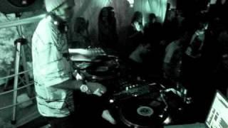 DJ Dlee playin'  Soulja Boy - Crank That