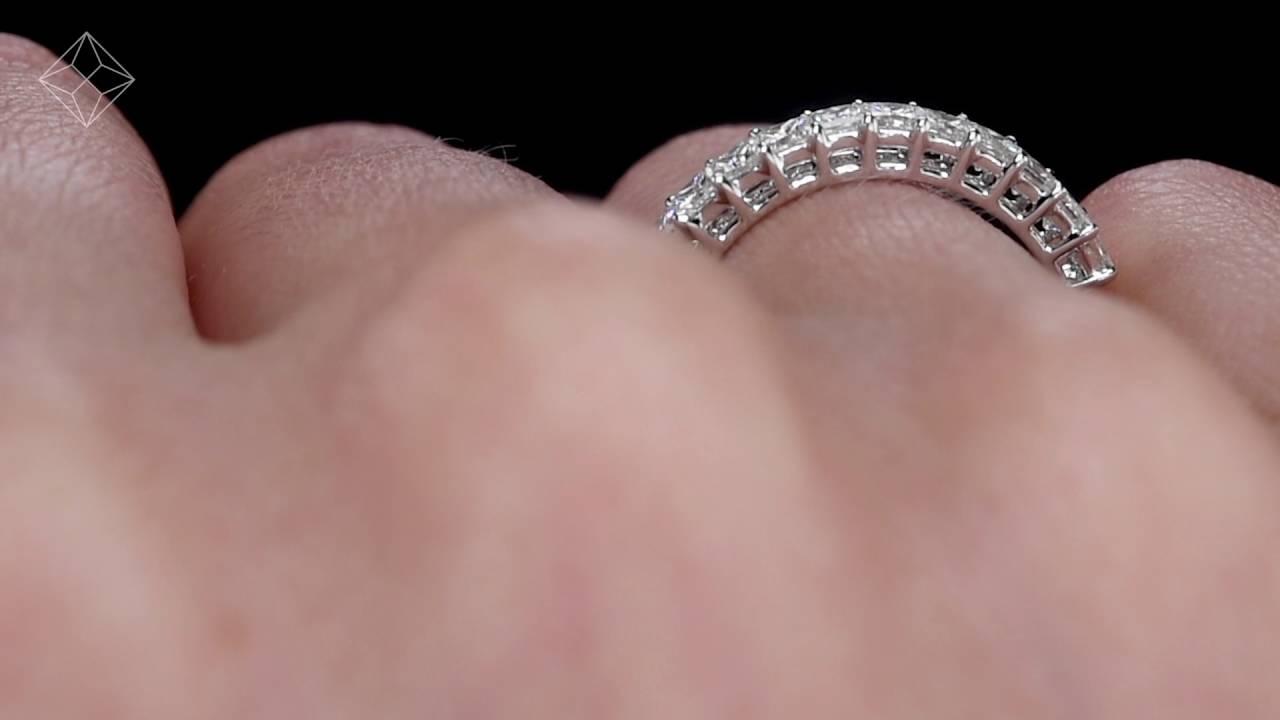 JG46 - 18K White Gold Princess Cut Diamond Eternity Ring - YouTube