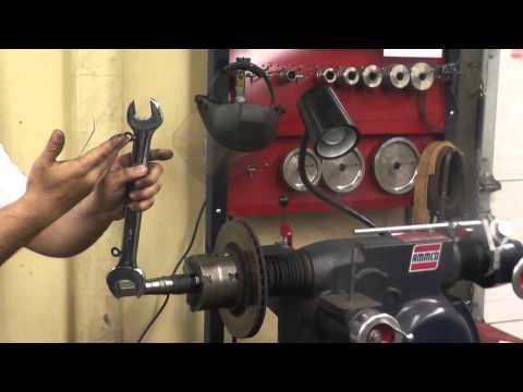 Machine brake rotor on Ammco 4000 brake lathe_001