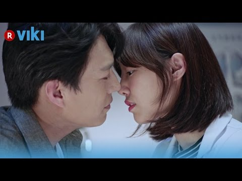 Surgeons - EP25 | A Kiss Worth Catching Pneumonia For [Eng Sub]
