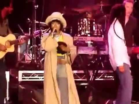 Lauryn Hill & Julian Marley   Turn your Lights Down Low RaggaMuffin 2010  Melbourne