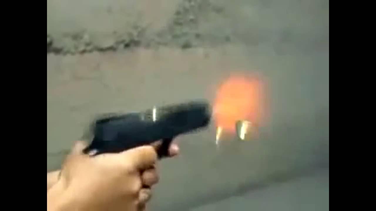 Resultado de imagem para imagens de pistola atirando a noite