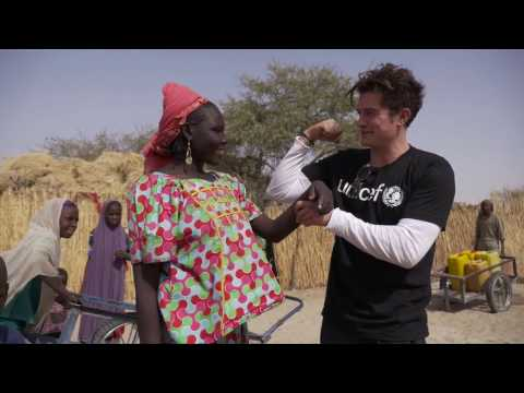 Orlando Bloom meets children displaced by Boko Haram in Diffa I UNICEF