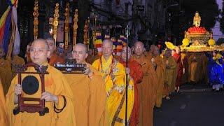 Thiêng Liêng Lễ Rước Đức Phật Đản Sinh