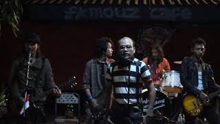 ROMI & the JAHATS - film murahan live Famous Cafe Cirebon ( unplugged version )