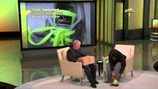 OPRAH RECEIVES NIKE LUNARGLIDE 2 CUSTOMS FROM PHIL KNIGHT