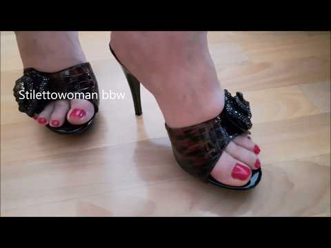 Barfoot in Mules, Stilettowoman bbw