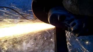 Как отрезать швеллер болгаркой(один из способов).(Безопасная работа болгаркой.Резка швеллера,уголка,трубы., 2016-02-25T17:06:49.000Z)