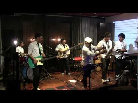 Tompi - Aku Jatuh Cinta @ Mostly Jazz 26/10/12 [HD]