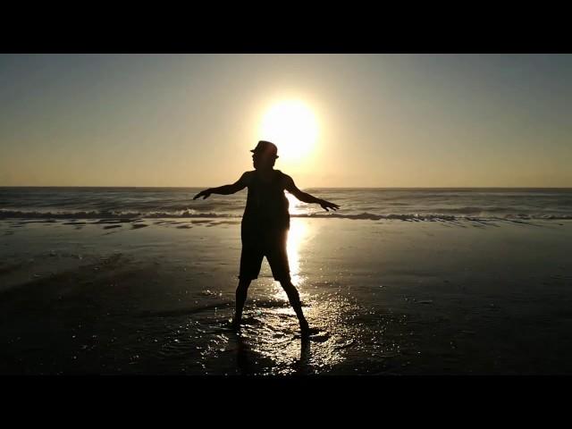 TROTS AFRIKAANSE DANS | UURGLAS - Bouwer Bosch ft. Armandt | AMP