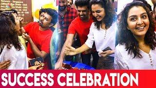 പ്രതി പൂവൻകോഴിയുടെ വിജയമാഘോഷിച്ചു Manju Warrier  Prathi Poovankozhi Success   Sunny Wayne