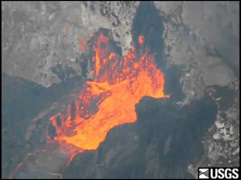 Lava flowing form Pu