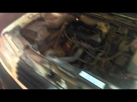 Воздух в систему рулевого усилителя.