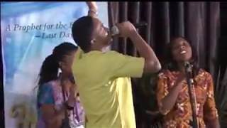 Lawrence Oyor dancing in the Spirit - Jesus I am in love oh (dance chant)