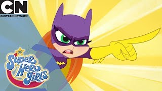 DC Super Héroe Niñas | Batgirl las Payasadas | Cartoon Network reino unido