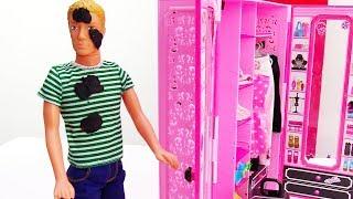 Кен чинит автомобиль, а Барби убирается. Видео с куклами