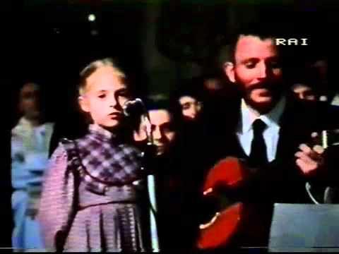 Canto veglia pasquale coi bambini e Kiko Arguello (Questa è la notte...)