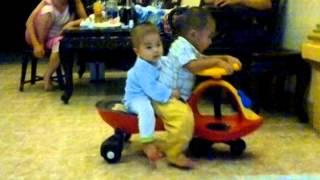 Cao Phong và Tùng Lâm đi xe lắc