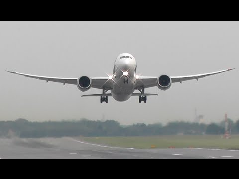 Boeing 787 Dreamliner Take Off From the Chopin Airport