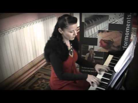 Siobhan Flanagan -- pianist and singer -- What A Wonderful World (instrumental)