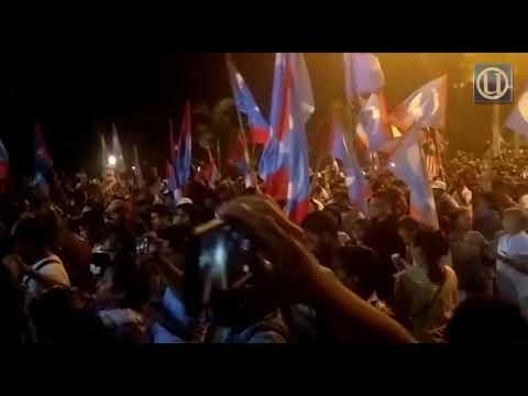 Pesta penyokong Pakatan Harapan di luar Istana Negara