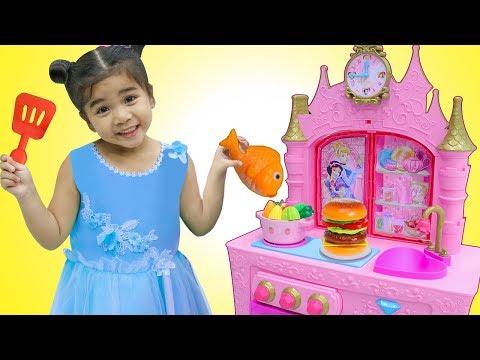 Suri Pretend Play w/ YUMMY Food Toys for Princess Kitchen Restaurant Toy Playset - Видео онлайн