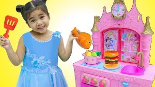 Download Suri Pretend Play w/ YUMMY Food Toys for Princess Kitchen Restaurant Toy Playset Mp3 and Videos