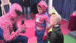 Cars con Spiderman más show de Toy Story en la Magia de un Deseo