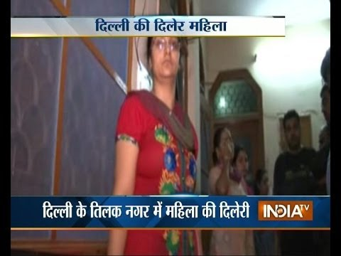 Brave housewife thrashes gang of robbers in Delhi