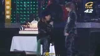 台湾的综艺节目上所介绍的i concert ...舞台上刚为光一庆生..搞笑~~!