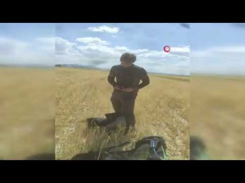 Download Kanadalı paraşütçü ekili tarlaya indi, çiftçinin sözleri gülmekten kırdı geçirdi