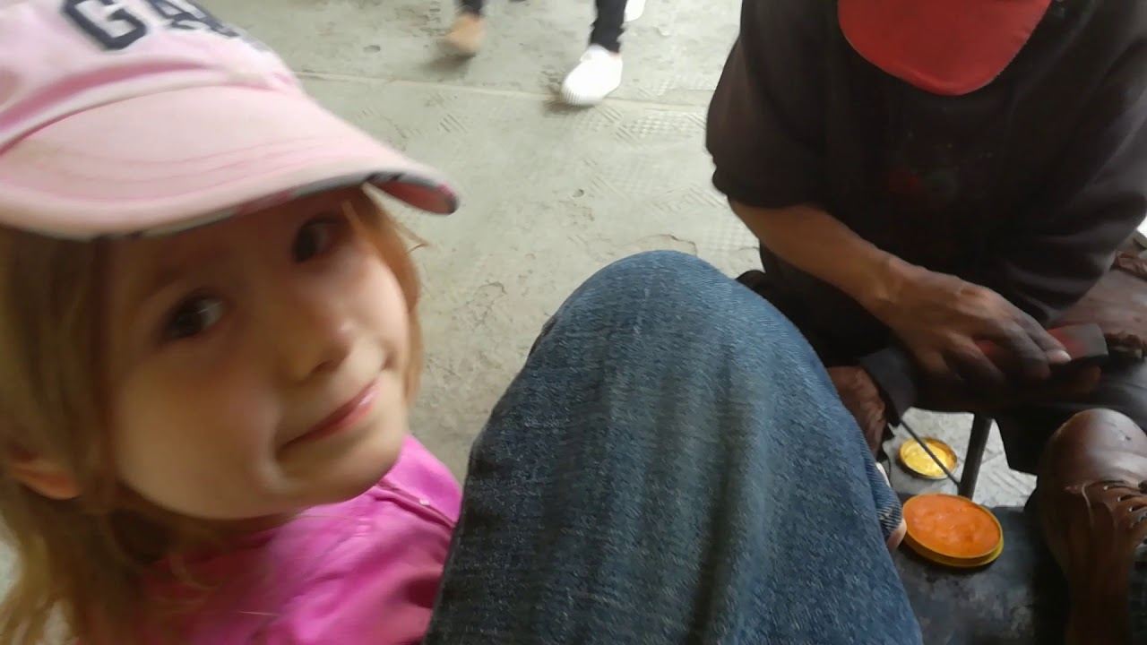 Best 50 Cent Shoe Shine in Ecuador - Part 1