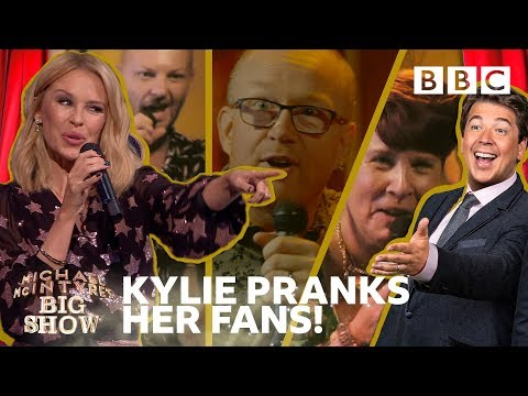 Kylie reacts to surprised fans' hilarious karaoke 🎤 😂 - BBC