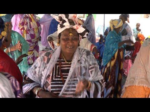 حصري - نساء تمبكتو يرقصن على أنغام الموسيقى المحلية  - 00:21-2017 / 10 / 15