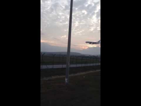 kapal terbang mendarat di kargo klia