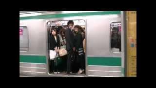 埼京線赤羽駅でたくさんの男性が女性専用車両を利用(2012年5月)