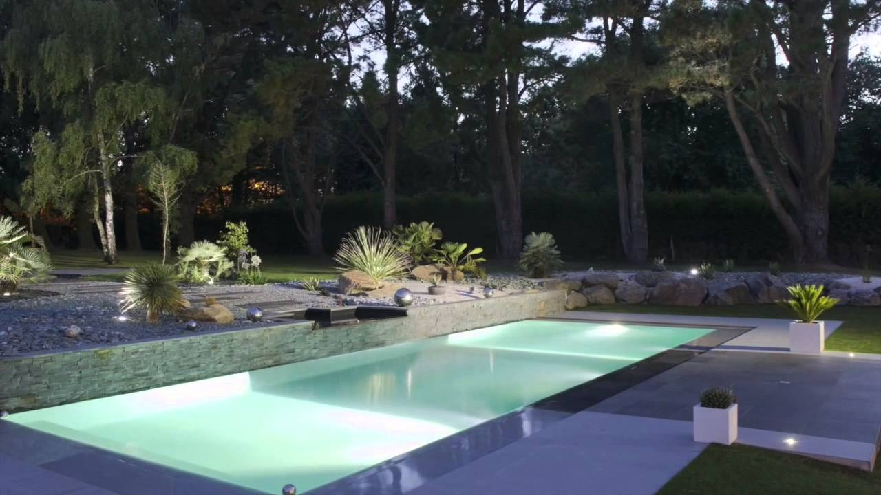 La piscine miroir par l 39 esprit piscine youtube for Piscine miroir debit