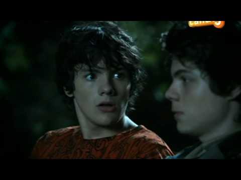 a Baby Sitter Est Un Vampire S01E01 VF HD