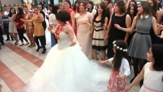 Repeat youtube video سوف أتزوج وأرقص هذه الرقصة وسوف تندمون هههه طرائف من العالم