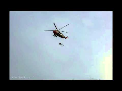 Westland Sea King Mk48 RS04 40 Sqn SAR - Sandbag dropping