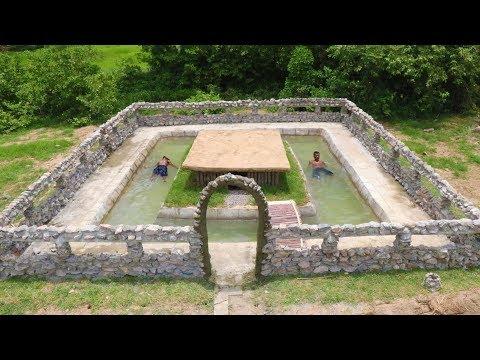 Build Stone鈥� Wall of Swimming Pool Around Underground House