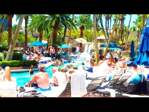 MGM Grand Pools... So packed!  Adult pools & family pool:  FULL WALKTHROUGH in HD